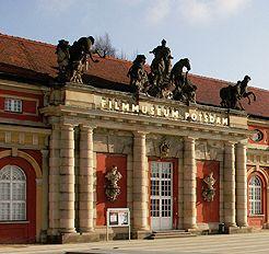 Eingang Filmmuseum Potsdam